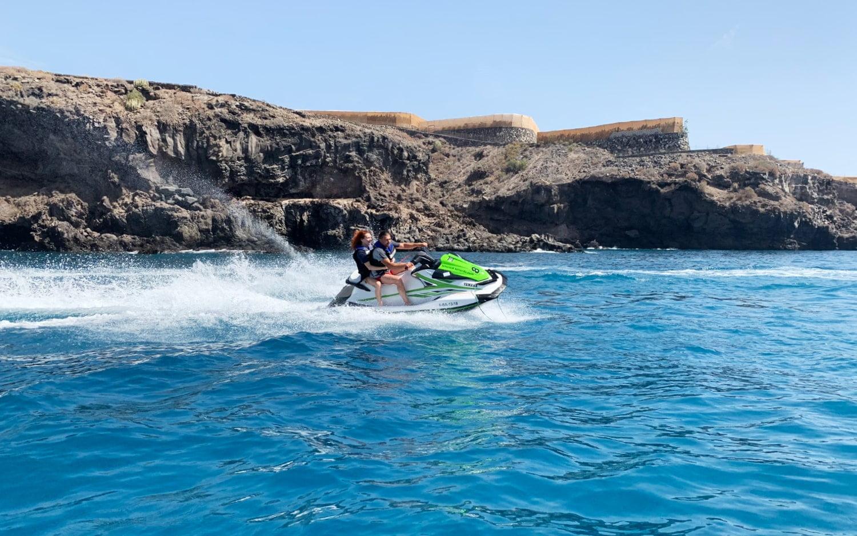 Alquila 1 moto de agua con licencia en Tenerife